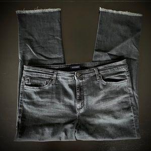 Bandolino Dark Wash Stretch Millie Capri 16
